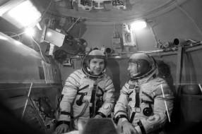 5110312-kosmonavt-leonov-50-let-nazad-shagnul-v